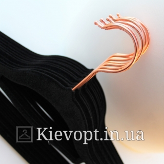 Плечики вешалки бархатные (флокированные, велюровые) черные с золотым крючком, 45 см