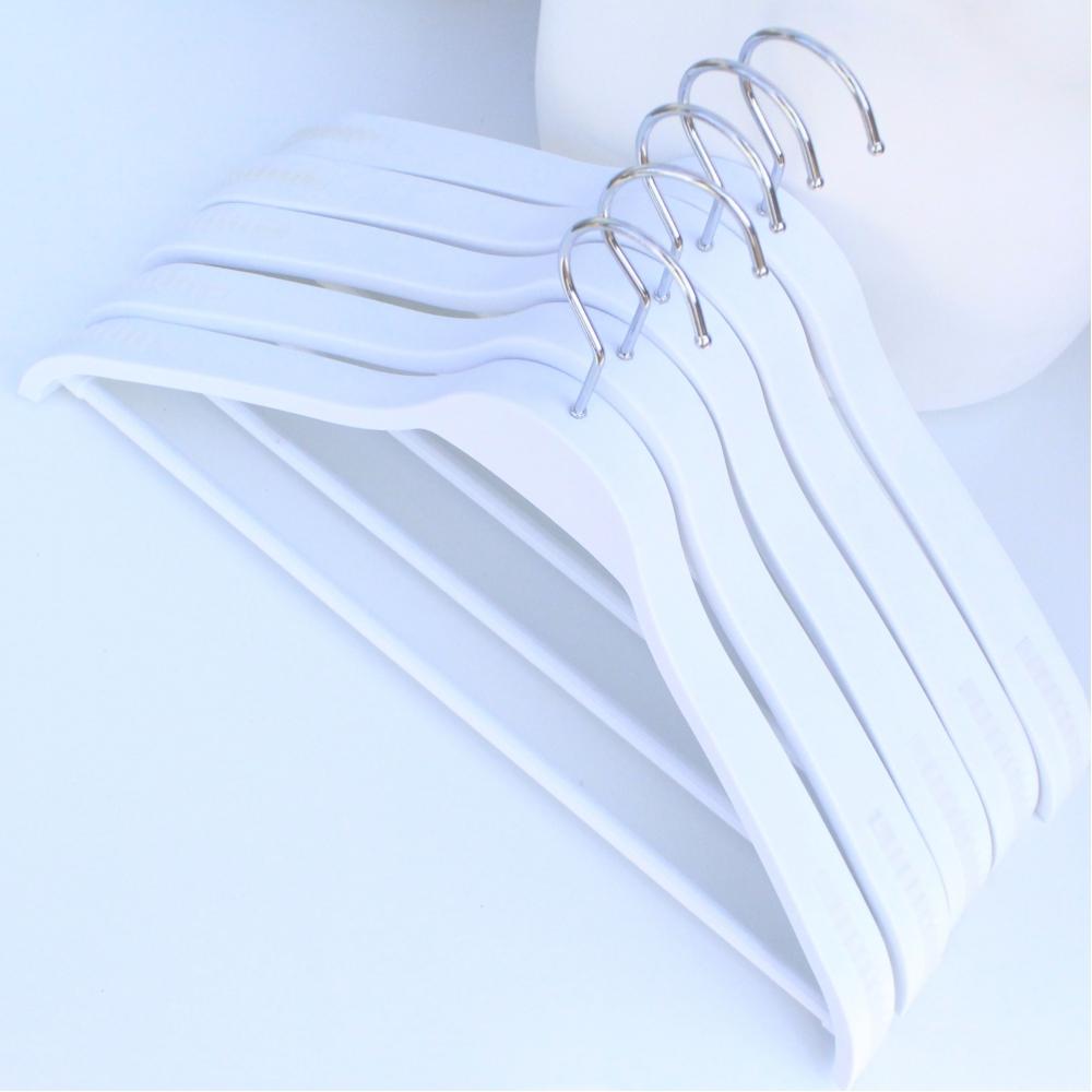Вешалки плечики тремпеля для костюмов, пиджаков, верхней одежды белые, 44 см